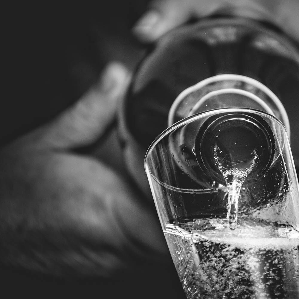Umfüllen in spezielle Weingefäße